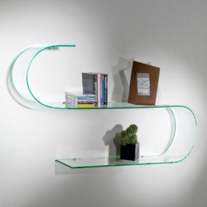 mensole in vetro per dare uno stile distinto alla casa
